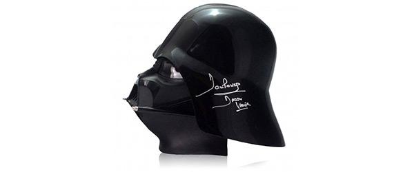 Capacete autografado de Darth Vader do Star Wars está a leilão