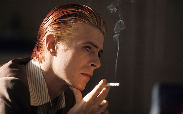 DAVID-BOWIE-PENDANT-SA-TOURNEE-MONDIALE-1976