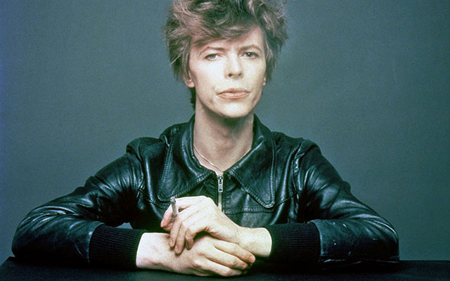 The-Outtakes-of-David-Bowie's-Iconic-_Heroes_-Album-Cover-Shoot-(3)