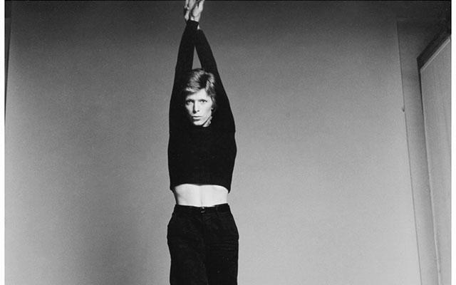 david-bowie-1974-photo-francesco-scavullo