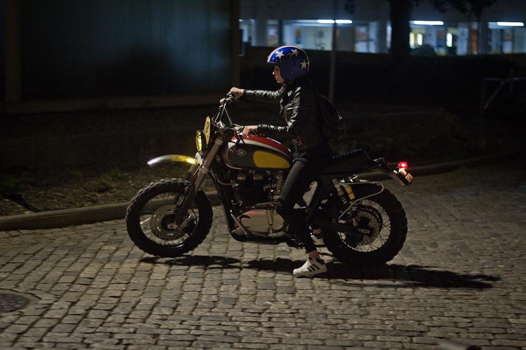 Marina Oliveira, Triumph Evo by Ton Up Garage, foto de Daniel Cabral