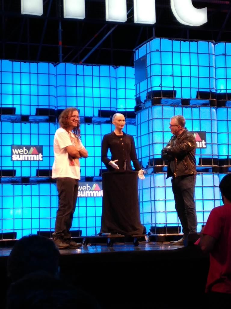 Ben Goertzel da Hanson Robotics com Sophia - Web Summit 2016 #asusportugal #zenfone3