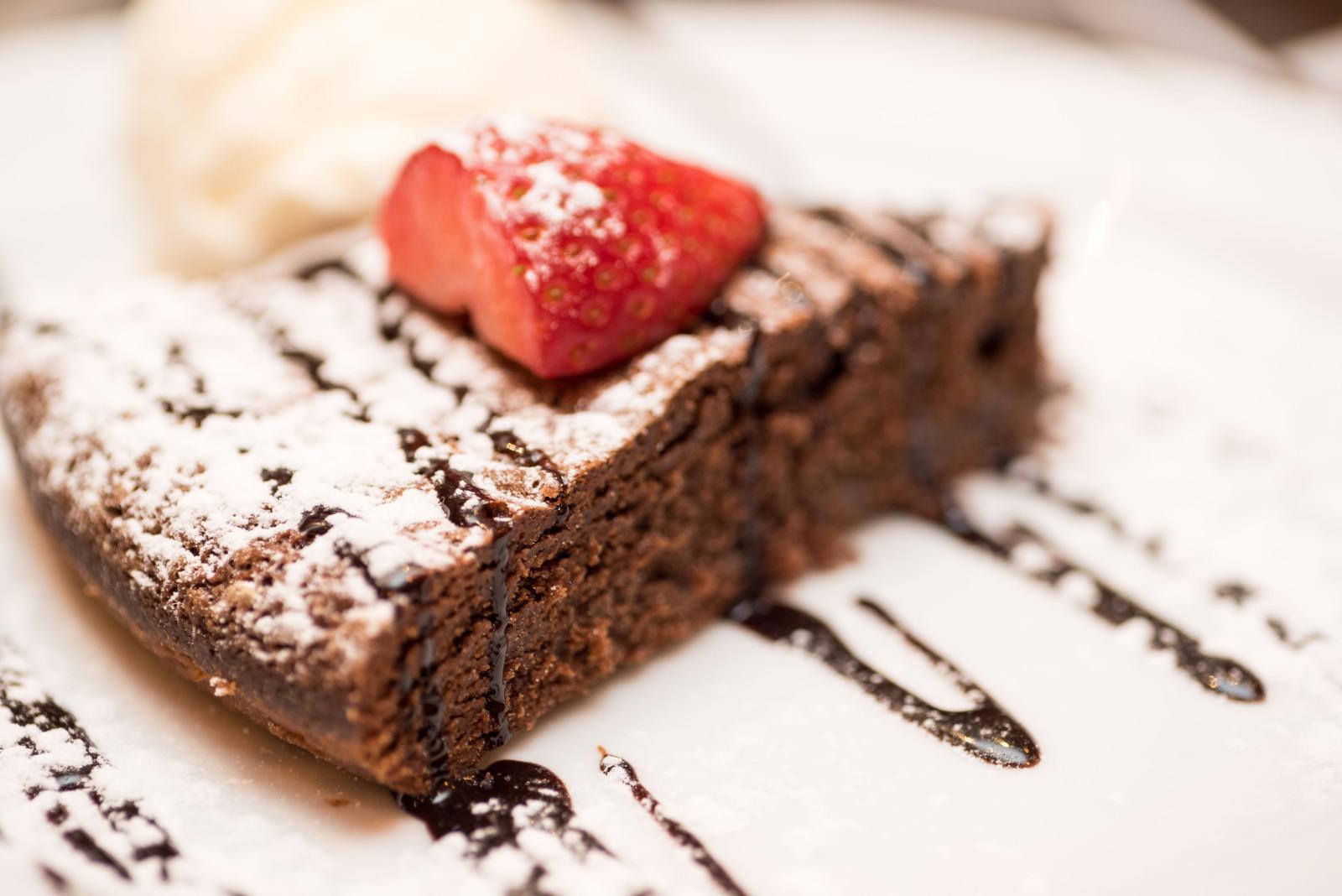 Bolo de chocolate com gelado