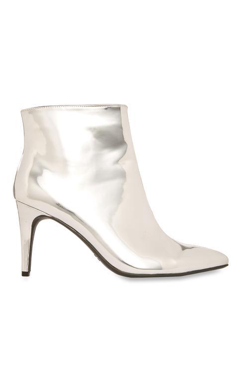 Silver Boots ú14 E17 $20